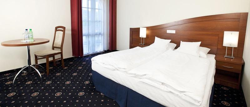 Luxus Hotel.jpg