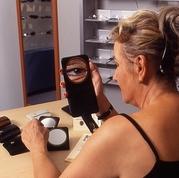Kosmetikspiegel für Brillenträgerinnen